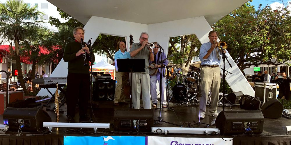 Photo of the Glyn Dryhurst Dixieland Band performing at the Euclid Circle Stage